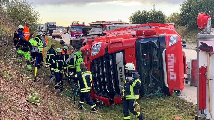 Lkw kippt auf Autobahn um - Vollsperrung der A38 im Eichsfeld