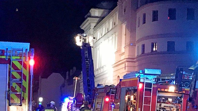 Brand am Landestheater Eisenach - Mehrere Feuerwehren im Einsatz